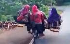 В Индии замечен 8-местный мотоцикл