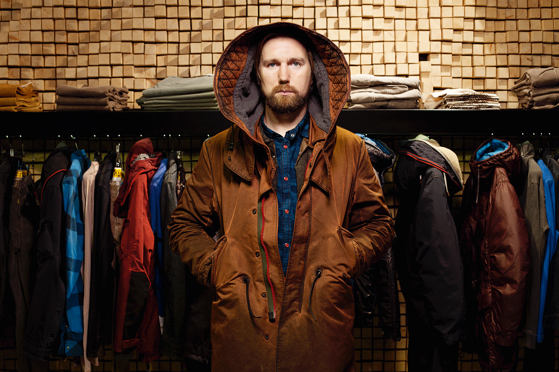 Раньше Игорь Исаев из Grunge John Orchestra проектировал куртки для самых разных итальянских брендов. Теперь — только для своего. На нем — GJO.E Parka 10 Fishtail (38900 р.)