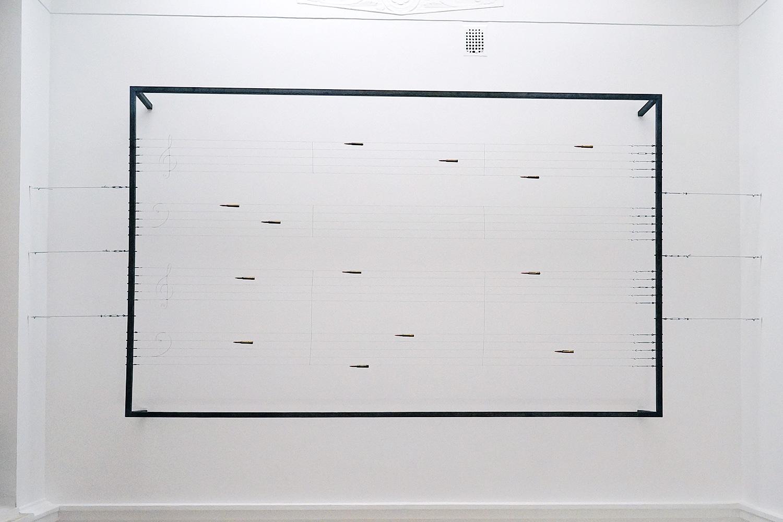 Трио «Памяти Соллертинского» Дмитрия Шостаковича, использованное Гутовым для инсталляции, было написано в 1944 году