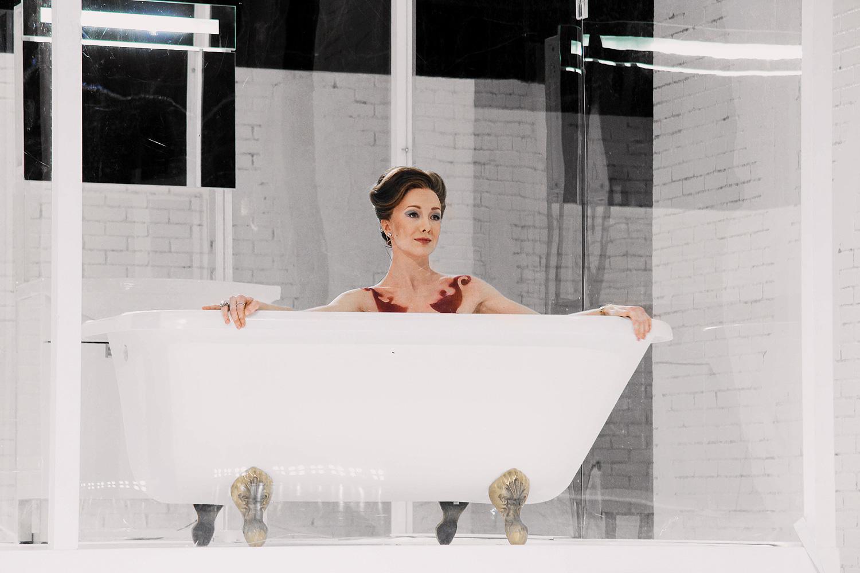 Голые актрисы в спектаклях на сцене театра видео  WikiBitme