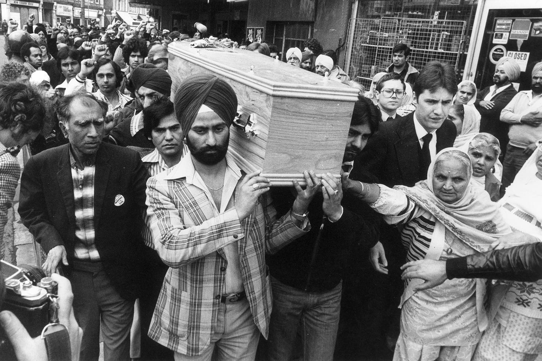 Похороны борца с расизмом, новозеландца Блэра Пича 13 июня 1979 года. Пич был убит во время этнических погромов в Саутхолле