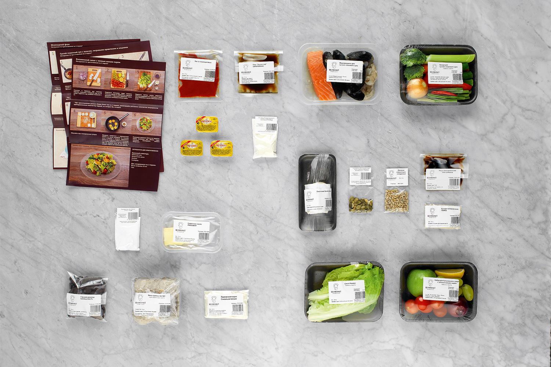 Все ингредиенты отмерены в нужном количестве, но в рецептах не указана дозировка — поэтому, например, непонятно, сколько нужно сливочного масла: его привезли и для другого блюда тоже