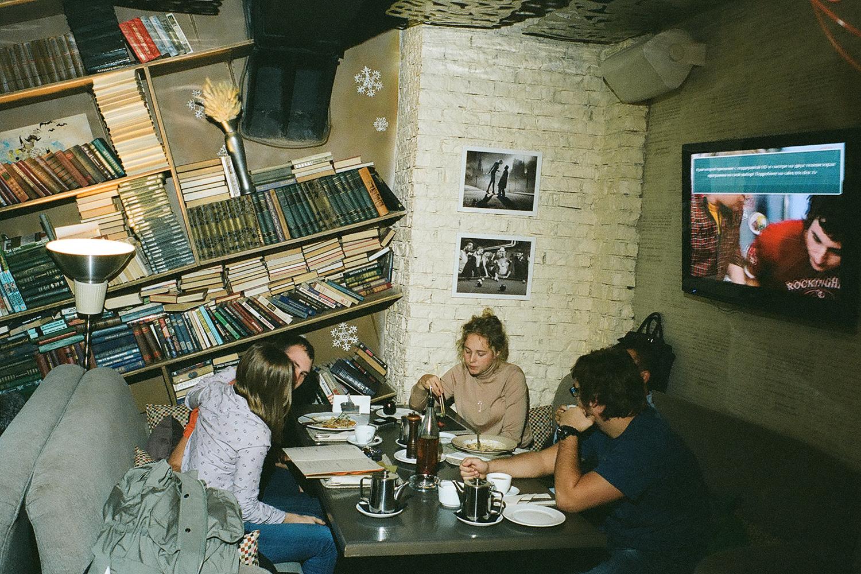 Постепенно I Like Bar превращается из места, куда ходят напиваться, в место, где можно провести большую часть жизни