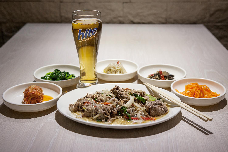 Пульгоги, 690 р., и южнокорейское пиво Hite, 160 р. за бутылку