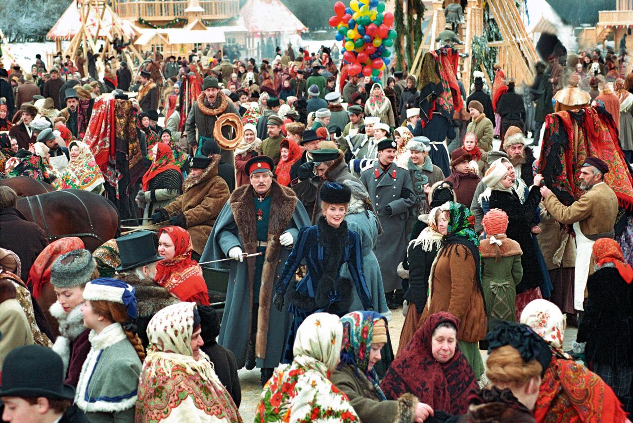 Пожалуй, самая сильная сцена «Сибирского цирюльника» — та, где генерал русской армии в исполнении Алексея Петренко уходит в запой прямо на ярмарке