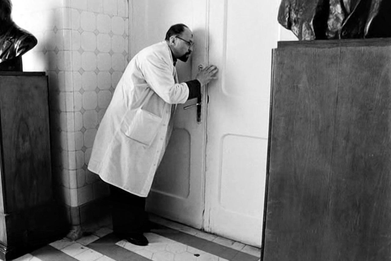Алексей Герман в «Хрусталев, машину!» показал сцену медленной смерти Сталина, окруженного верными врачами (одного из которых сыграл писатель Дмитрий Пригов)