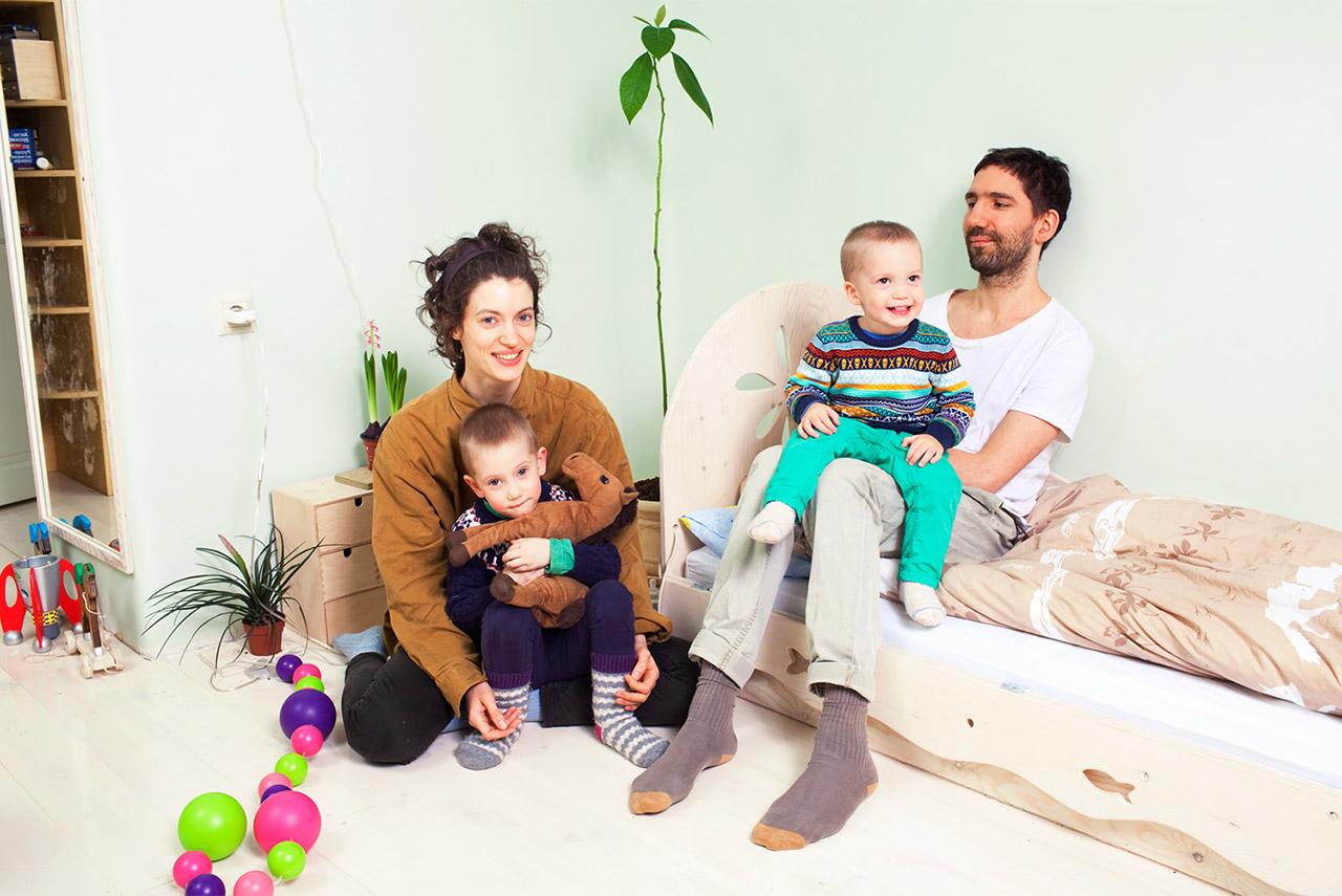 Иван Дубков, Анна Юдакова и их дети не едят продукты животного происхождения, поэтому главным соблазном в их жизни является визит к бабушке, придерживающейся строго противоположных взглядов на еду
