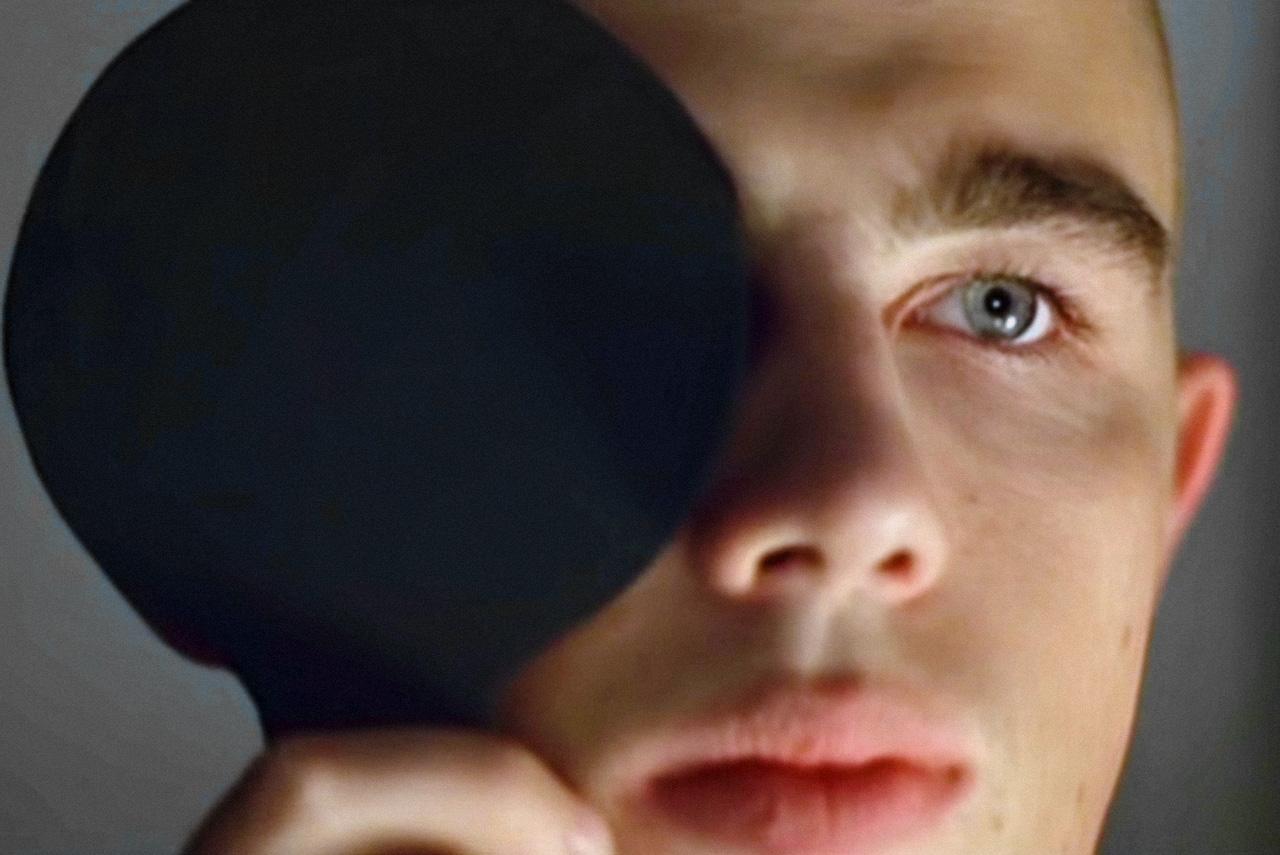 Роль пленного солдата Ивана — первое большое выступление Сергея Бодрова-младшего в кино. До этого он об актерской карьере не помышлял и отлично учился на искусствоведческом в МГУ