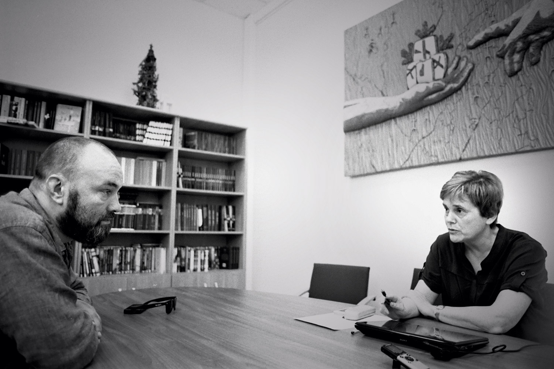 Прохорова и Куприянов давно знакомы: они долгое время занимаются книгами: Куприянов как распространитель, Прохорова — как издатель