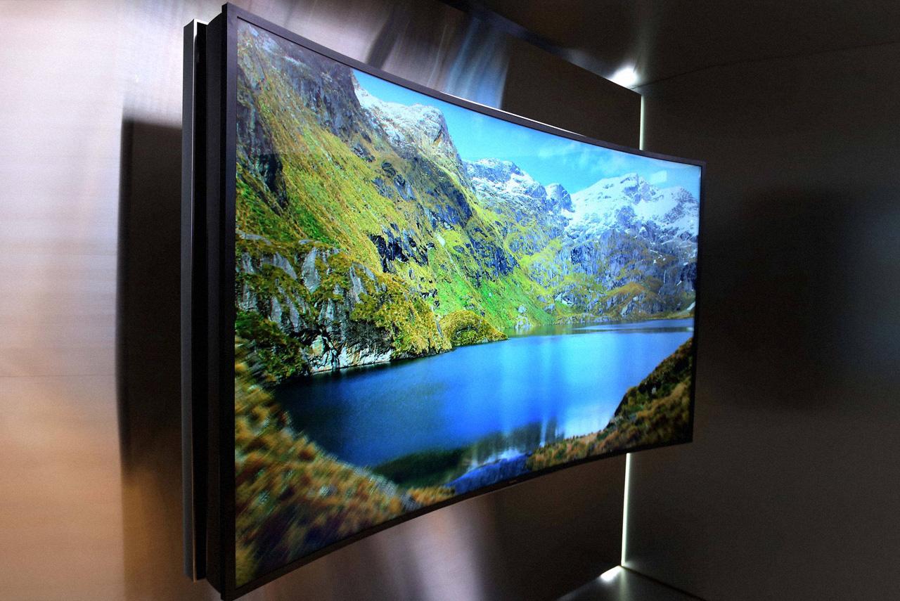 Изогнутые телевизоры якобы адекватней показывает картинку лучшего качества