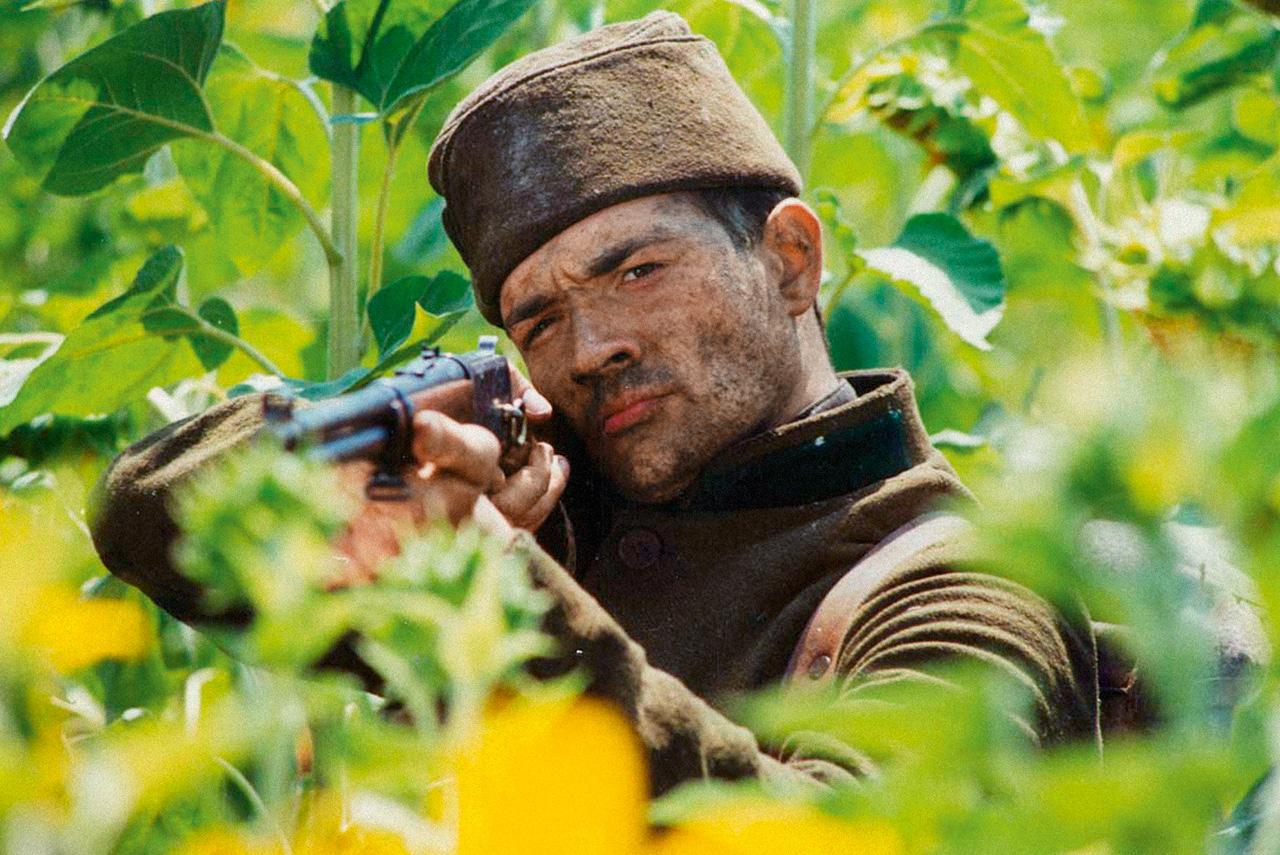 По мнению многих критиков, Фандорин у актера Егора Бероева получился куда удачнее, чем у Олега Меньшикова в «Статском советнике»