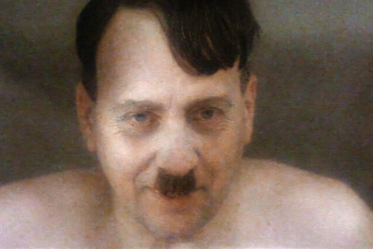 Гитлер в «Молохе» представляется не столько страшным, а жалким — и вообще на удивление человеческим