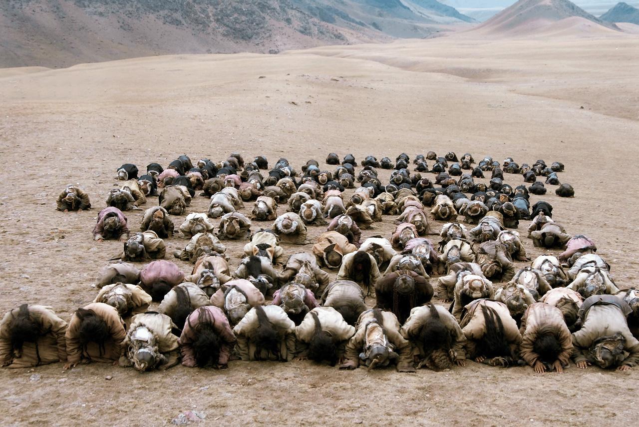Несмотря на то что по ряду причин снимать «Монгола» пришлось в Китае, монгольская великая степь в фильме выглядит предельно достоверно