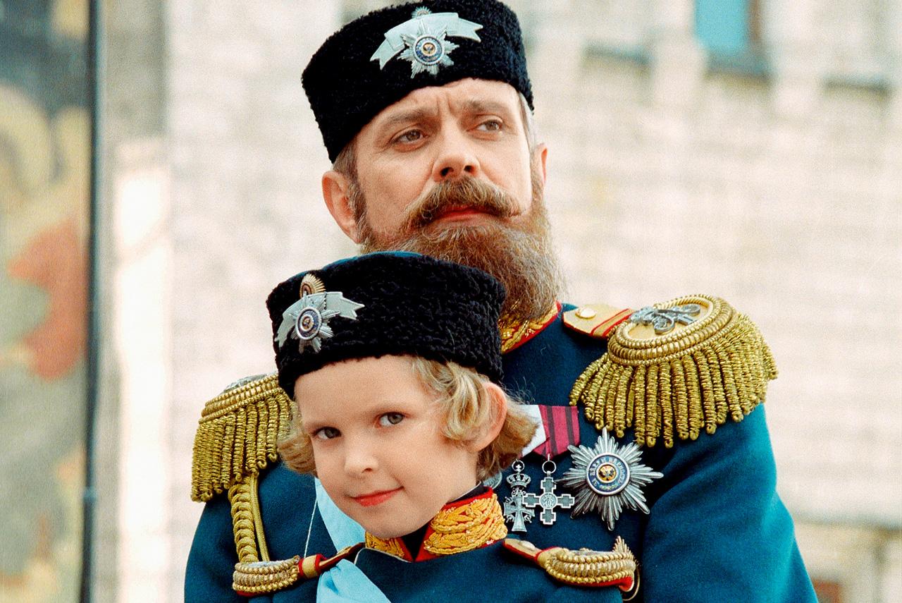 Тот факт, что Никита Михалков в собственном фильме сыграл роль государя Александра III, которому явно симпатизировал, породил волну анекдотов о том, что в следующем кино режиссер сыграет Бога