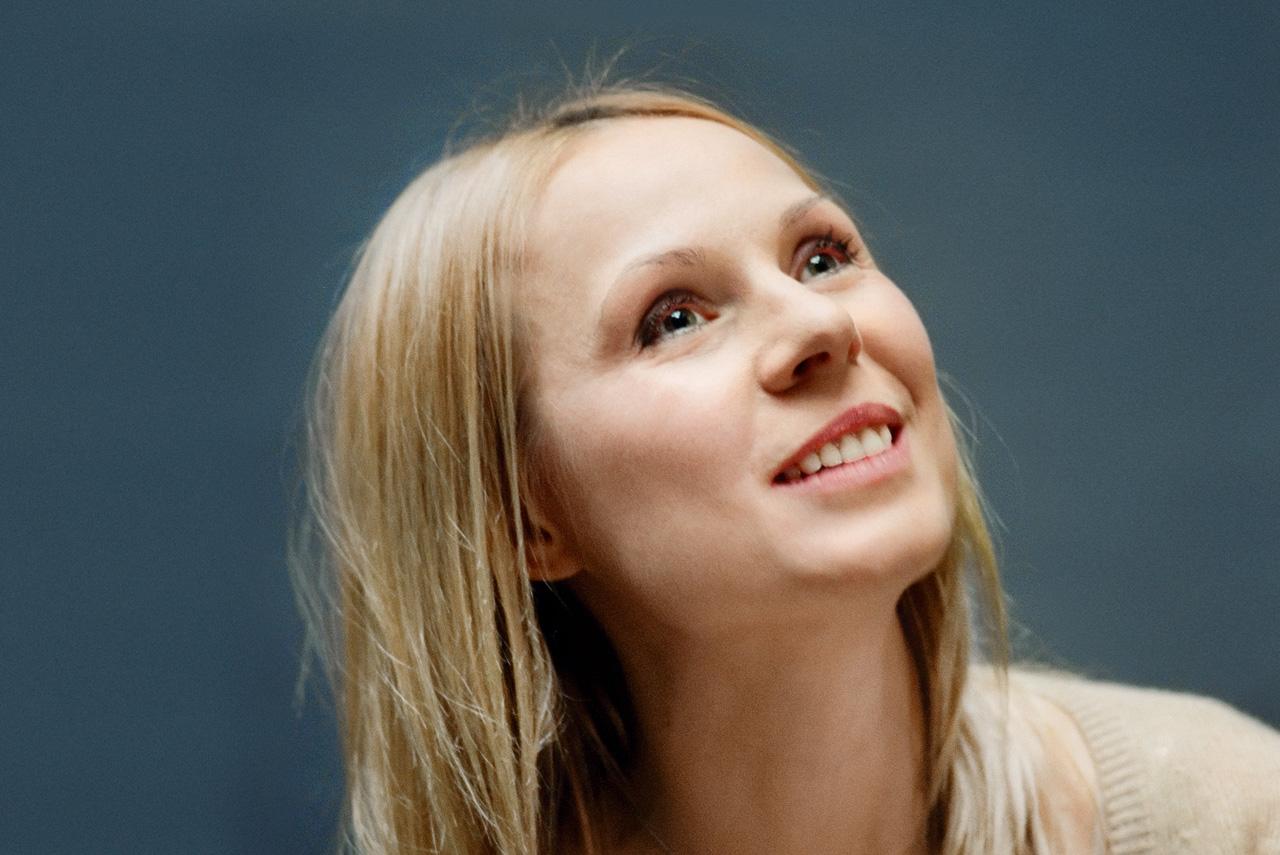 Дина Корзун, хоть и живет в Лондоне, продолжает сниматься в российском кино. Однако больше такой славы, как после «Страны глухих», она не добивалась