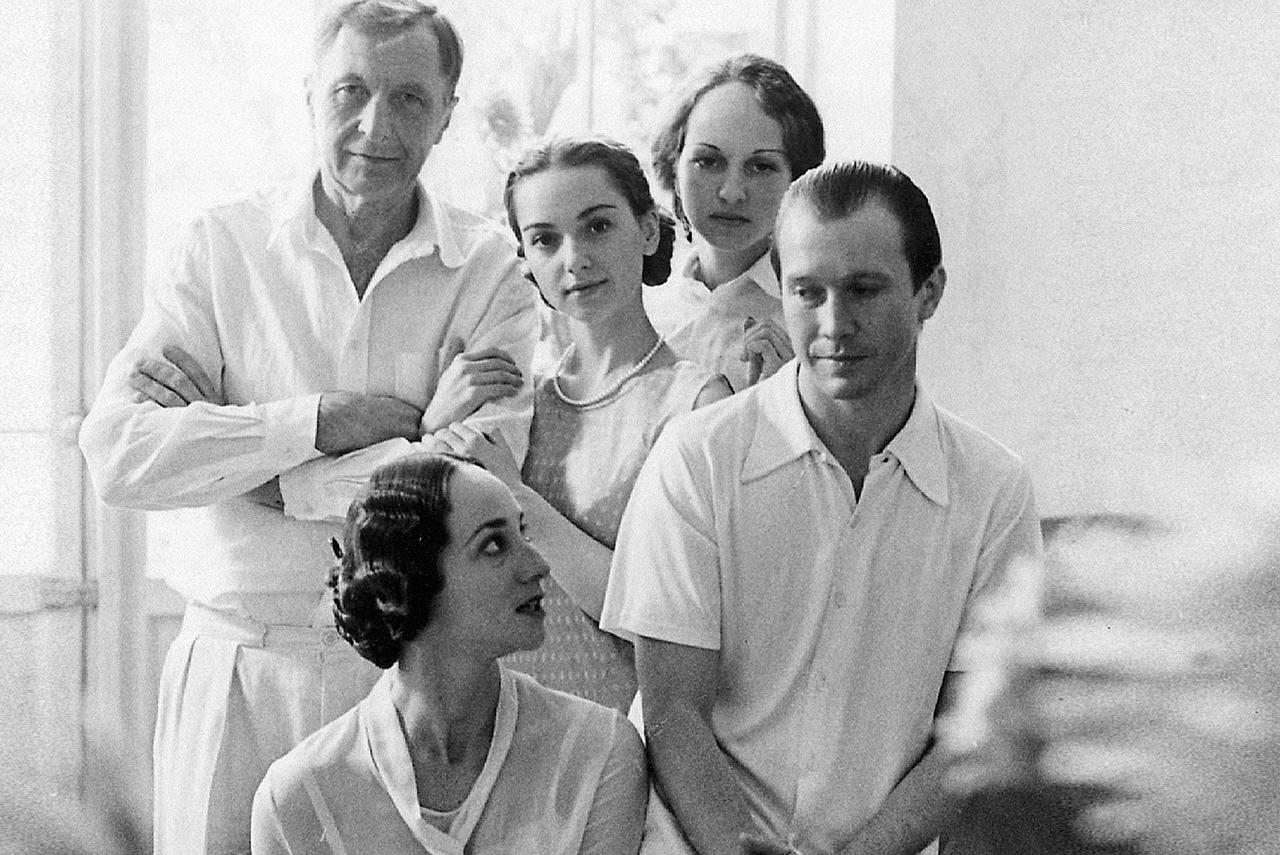 Андрей Смирнов (крайний слева) как режиссер не снимал фильмы 30 с лишним лет, но при этом много появлялся в кино в качестве актера — в частности, в роли Бунина в «Дневнике его жены»
