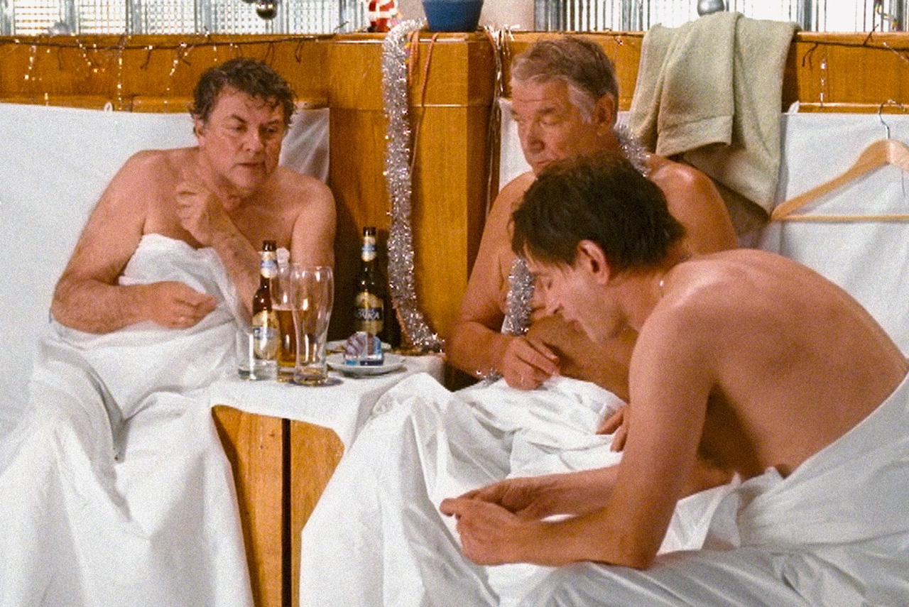 В «Иронии судьбы. Продолжение» герои, как и 30 лет назад, в канун Нового года ходят в баню. Их здоровью можно только позавидовать