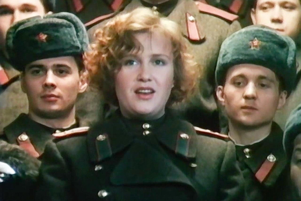 В «Анкор, еще анкор!» Петр Тодоровский впервые в постсоветском кино подошел к теме войны с неканонической стороны — в частности, действие фильма происходит сразу после Победы