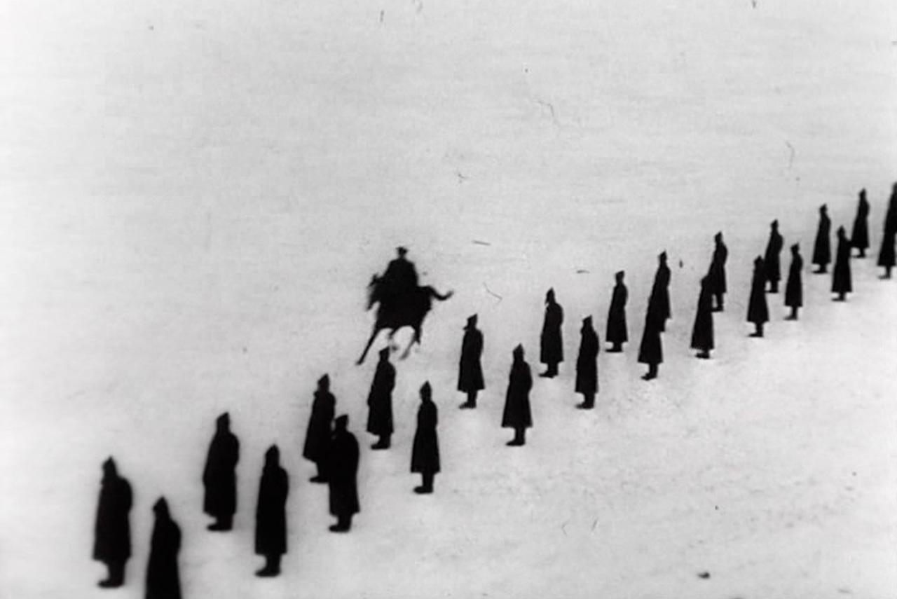 «Первые на Луне» — фильм, собранный из документальной хроники и исторических стилизаций. Так, парад на Красной площади со Сталиным — реальные кадры, а заводская кинохроника, запуск ракеты, тренировки космонавтов — стилизация, снятая в Челябинском авиационном институте