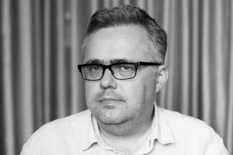 На заре протестов Юрий Сапрыкин занимал активную позицию: организовывал митинги, вел дебаты. Но со временем дистанцировался от политической деятельности и даже перестал писать в «Афишу» колонки о духе времени