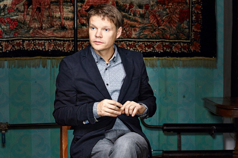 До того как стать журналистом, Александр Баунов несколько лет работал в структурах МИДа — благодаря чему хорошо знает российскую дипломатию изнутри