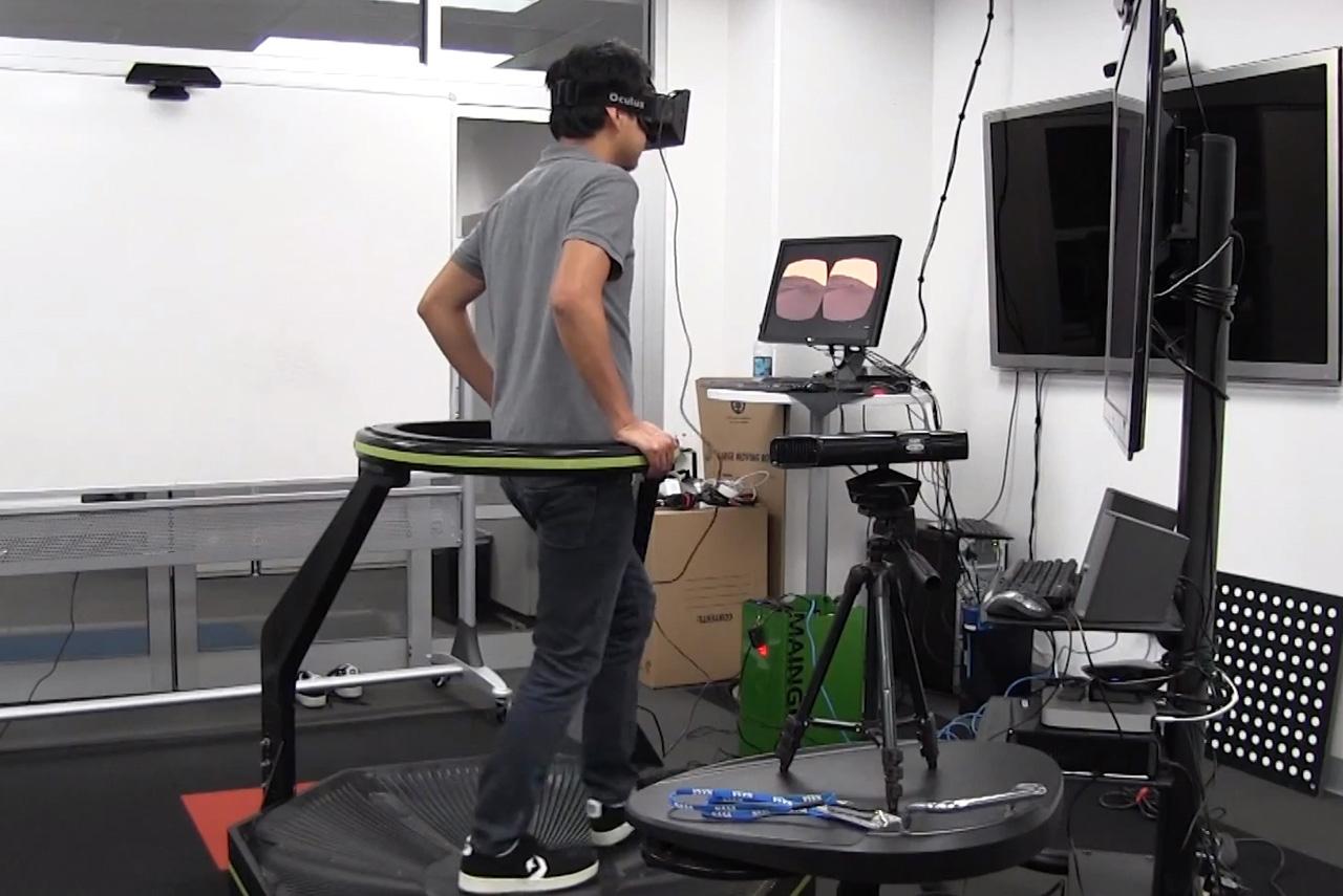 Подключив к Oculus Rift еще несколько устройств, можно полноценно окунуться в виртуальную реальность — например ходить по Луне