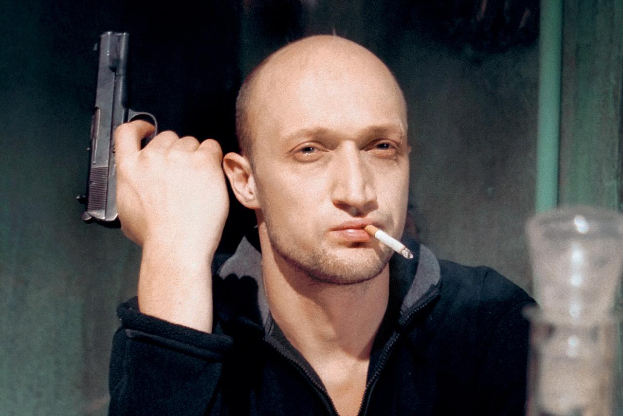 Имплицитно «Антикиллер» утверждает важнейшую для постсоветской России мысль: между представителями закона и бандитами не такая уж и большая разница