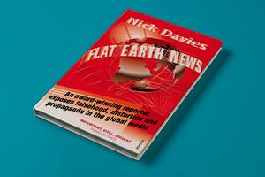 «Новости плоской земли» — книга Ника Дэвиса о кризисе современной журналистики.