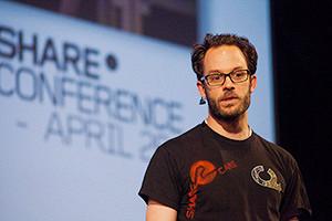 Даниэль Домшайт-Берг — один из ключевых активистов Wikileaks, работавший с Ассанжем с 2007 по 2010 год.