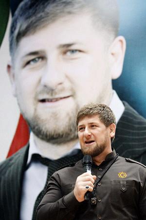 Чуть ли не в каждом городе Чечни есть улица имени Рамзана Кадырова, он награжден всевозможными орденами и почетными званиями — например, он является заслуженным работником физической культуры и президентом Чеченской лиги КВН