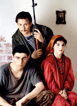 Олег Меньшиков и Сергей Бодров-младший разделили премию «Кинотавр» 1996 года в номинации «Лучший актер»