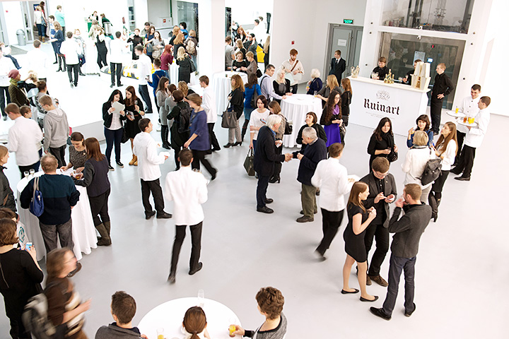 Помимо выставок, современный музей должен уметь устраивать приемы и фуршеты