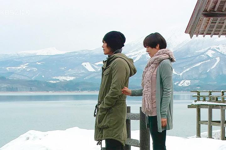 Рекрутер спецотряда NSS Чхве Сын Хи в «Айрис» по очереди охмуряет двух спецназовцев, чтобы нанять себе в команду, и почему-то думает, что ей удастся избежать любовного треугольника