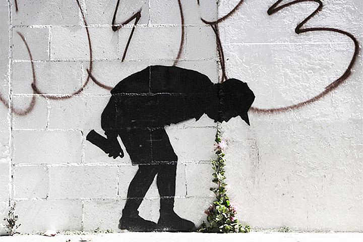 Трафарет, появившийся на сайте Бэнкси как афиша нью-йоркской акции