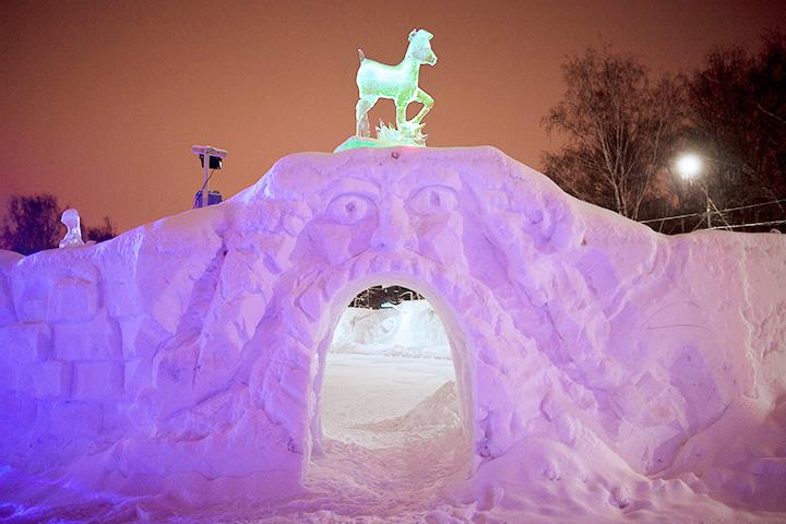 Снежные и ледяные фигуры в москве