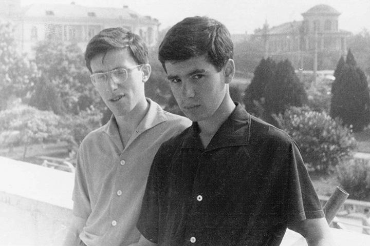 Пекарский с Михаилом Мацкевичем, сыном худрука Ансамбля имени Зыкиной, в Крыму в 1958 году