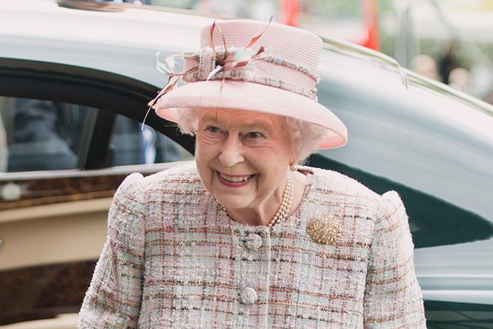 Королева Елизавета II — поклонница девятого Доктора, брутального Кристофера Экклстона