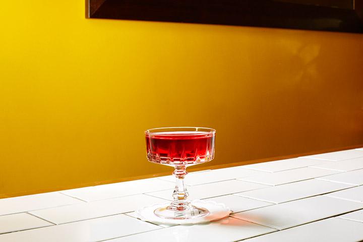 «Гранатовый тини», 450 р. (джин, свежий грантовый сок, сахарный сироп)