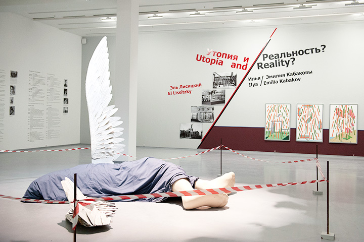 Несмотря на то, что Эль Лисицкий и Кабаковы — абсолютные классики русского искусства, деньги на этот масштабный проект музей нашел не без труда