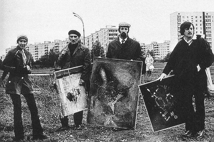 «Бульдозерная выставка», организованная художниками-авангардистами на пустыре в Беляево в 1974 году