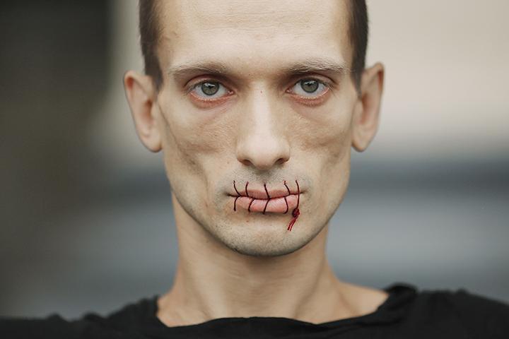 Акция Павленского в поддержку Pussy Riot, состоялась 23-го июля прошлого года на площади перед Казанским собором в Санкт-Петербурге
