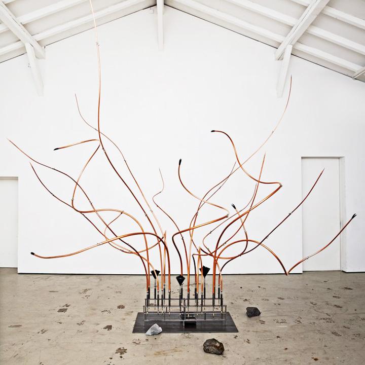 Выставка немецкой перформансистки Ребекки Хорн — иллюстрация к тому, почему музей Ольги Свибловой имеет приставку «мультимедиа-арт», а не ограничивается только фотографиями