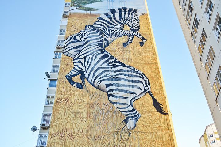 Три картины на фасадах 23-этажных домов в Химках художники Ches и Akse нарисовали в рамках коммерческого заказа; ул. Горшина