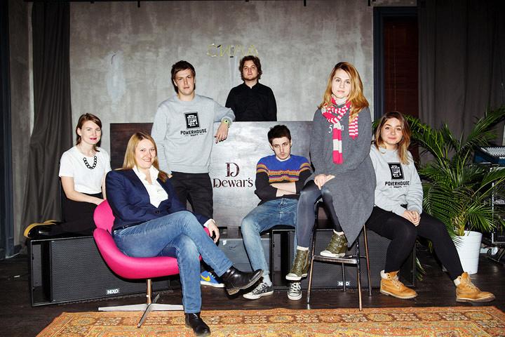 Команда Powerhouse слева направо: Варвара Веденеева (PR), Наталья Сичкарь (генеральный директор), Армас Викстрем (контент-директор), Андрей Алгоритмик (арт-директор), Савелий Шестак (звукорежиссер), Валерия Валуйская (A&R, продюсер), Алина Голубева (PR)