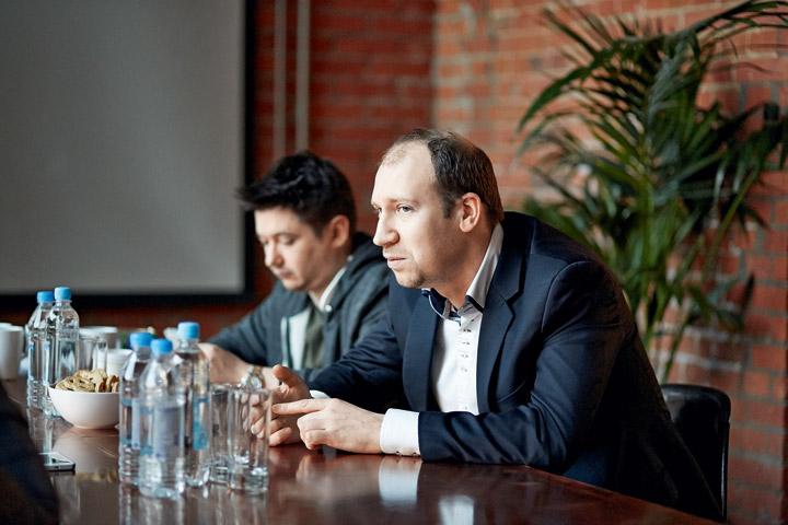Недавно Сергей Скрипников (справа) заступил на пост генерального менеджера компании «Апостол» — по слухам, именно они готовят кремлевских ботов и ведут инстаграм Кадырова