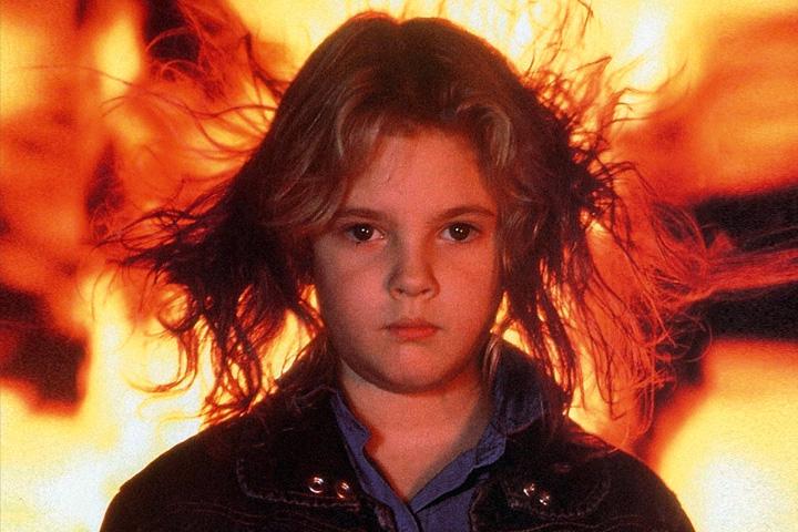 Кинга больше интересует не просто магия, а всякие необъяснимые феномены вроде пирокинеза, как в «Воспламеняющей взглядом», по которой в 1984-м сняли фильм с Дрю Бэрримор