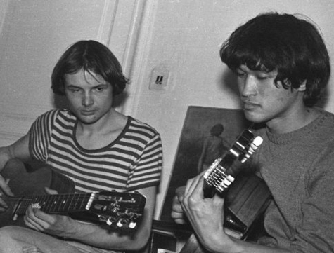 Цой и Алексей Рыбин (вряд ли это нужно уточнять, но Рыбин слева)