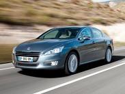 Peugeot 508 GT 2.2 Hdi. Для самого мощного Peugeot 508 придумана даже специальная версия GT. Ее суть -- в перенастройке подвесок: вместо МакФерсона спереди установлена двухрычажка. Стоит 508GT от 1479000 рублей. Коробка передач -- только шестиступенчатый «автомат». В России продается только с передним приводом. GT с 204-сильным мотором способен разогнаться до 238 километров в час, а вторую «сотню» разменивает за 8,2 секунды.