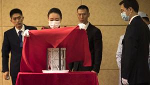 ВКитае представили публике образцы лунного грунта