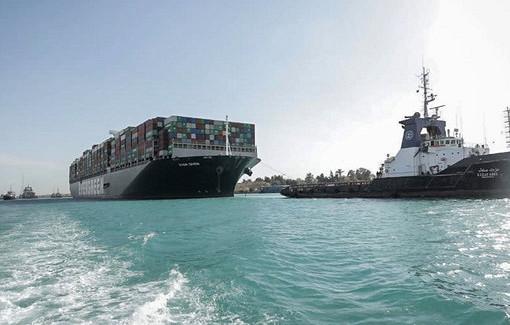 Застрявший вСуэцком канале контейнеровоз Ever Given прибыл впорт Роттердама